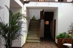 Patio-y-escalera-scaled