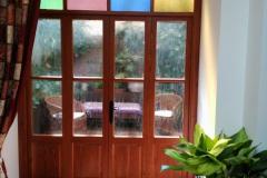 Puerta-salon-a-patio-scaled